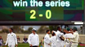 Cricket - Australia v South Africa - Second Test cricket match - Bellerive Oval, Hobart, Australia - 15/11/16. Members of the South African team celebrate after defeating Australia.        REUTERS/David Gray